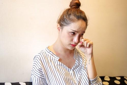 Hương Giang Idol khóc xin lỗi nghệ sĩ Trung Dân