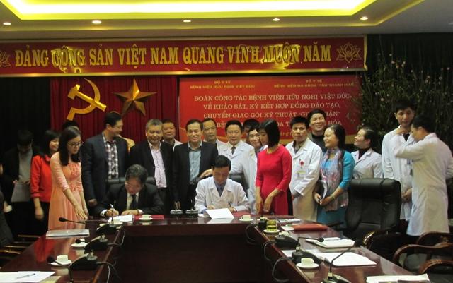 Bệnh viện Hữu nghị Việt Đức và Bệnh viện Đa khoa Thanh Hóa ký kết hợp đồng chuyển giao kỹ thuật ghép thận