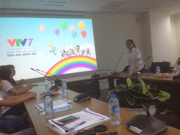 Học sinh góp ý, tham gia và xây dựng chương trình trên kênh VTV7. Ảnh: Q.A