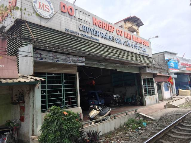 Cơ sở 1 của gara Mạnh Sơn nằm trên đường Ngọc Hồi vẫn hoạt động bình thường.