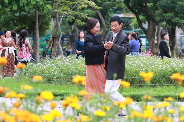 Khiêu vũ được xem là thể thao phù hợp với những người cao tuổi.