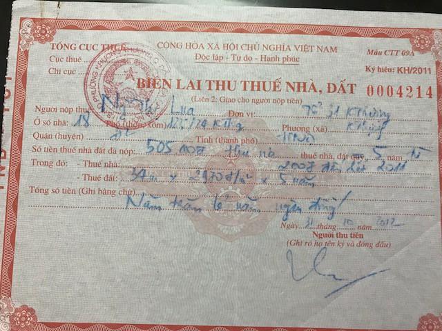 Ở các giấy tờ này đều xác nhận diện tích đất còn lại của bà Lụa là 33,7m2, diện tích đất gia đình bà đóng thuế là 34m2.