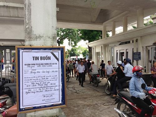 Tang lễ của PGS Văn Như Cương được tổ chức tại Nhà tang lễ Bộ Quốc phòng, Hà Nội.