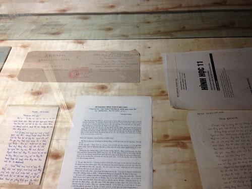 Những di vật của PGS Văn Như Cương được trưng bày tại triển lãm.