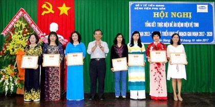 Sở Y tế đã tặng giấy khen cho 3 tập thể và 7 cá nhân vì đã có thành tích xuất sắc trong việc triển khai thực hiện Đề án BVVT giai đoạn 2013 -2016 tại Bệnh viện Phụ sản Tiền Giang.