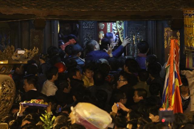 Hình ảnh ở hội khai ấn Đền Trần khi lịch nghỉ Tết đã kết thúc. Ảnh: Đình Việt