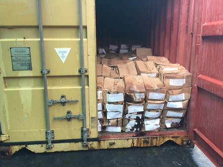Lô hàng lá Khát với số lượng khủng đã được phát hiện trong 1 container tại cảng Nam Đình Vũ. Ảnh: ML