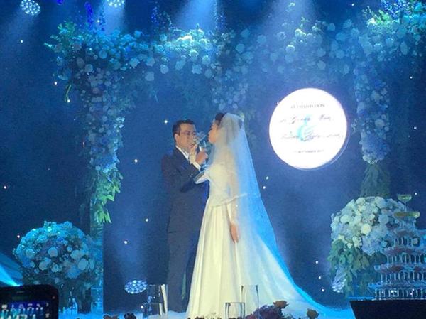 Đám cưới của giám đốc 24VTV Quang Minh chỉ có gia đình, người thân và bạn bè thân thiết. Được biết, MC Hạnh Phúc là người dẫn chương trình và ca sĩ Đồng Lan là ca hát chúc mừng cô dâu trong đám cưới.
