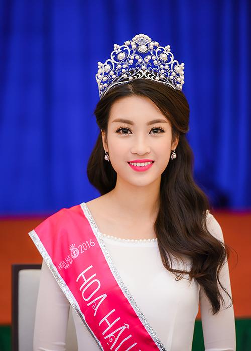 Hoa hậu Đỗ Mỹ Linh đang tích cực chuẩn bị hành trang để chinh chiến tại đấu trường nhan sắc lớn nhất thế giới.