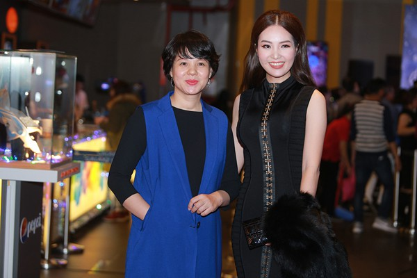 MC Diễm Quỳnh hội ngộ cùng Á hậu Thụy Vân.
