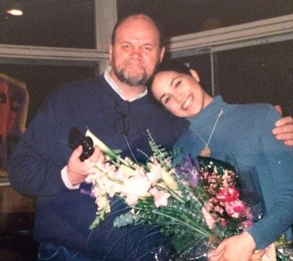 Khi lớn lến dù không được ở gần cha nhưng cô vẫn nhận được tình yêu từ ông.