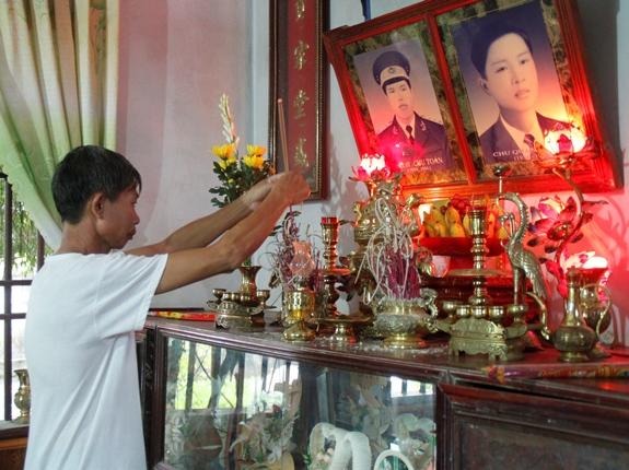 Ông Chu Quang T. xót thương cho số phận người con và hai cháu thơ.
