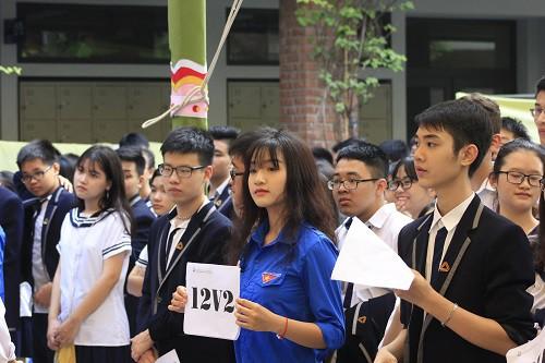 Học sinh và cựu học sinh của trường lên ý tưởng và làm triển lãm.