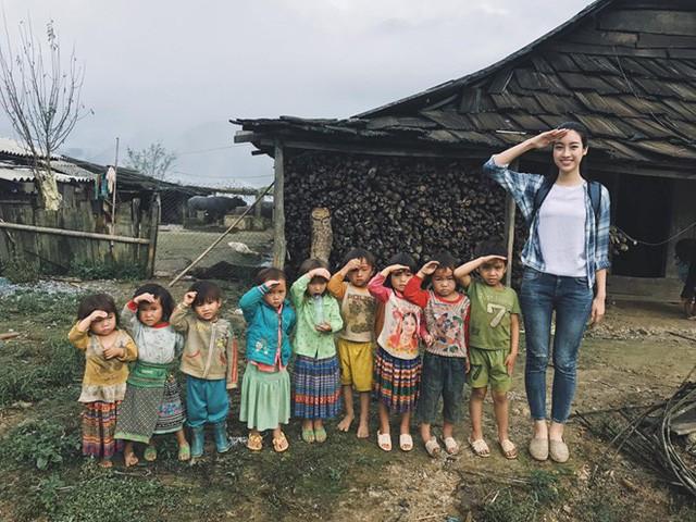 Mỹ Linh của Việt Nam hiện nằm trong Top 5 của Hoa hậu Nhân ái tại Hoa hậu Thế giới 2017.