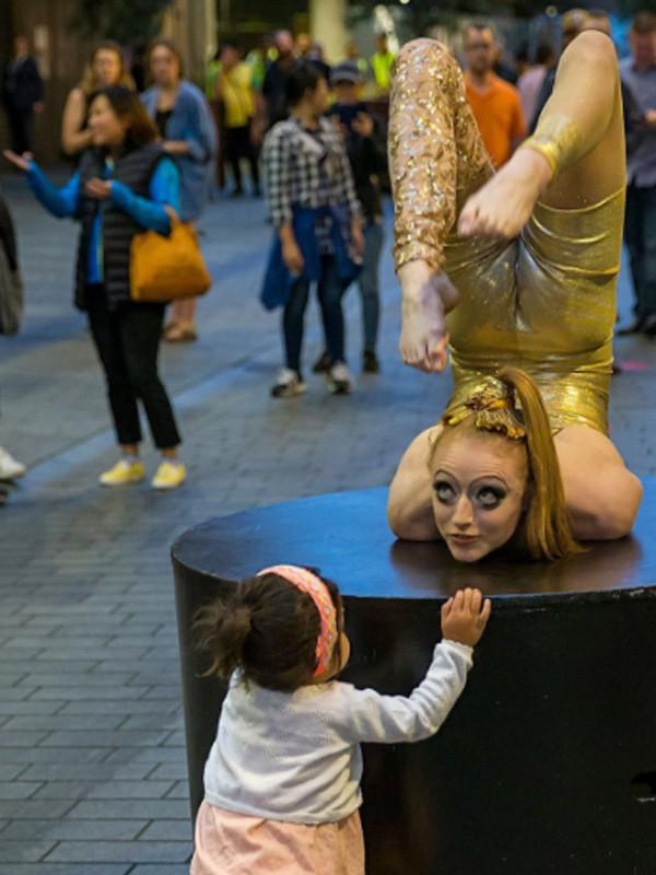Những tiết mục biểu diễn đường phố đón chào năm mới ở New Zealand.