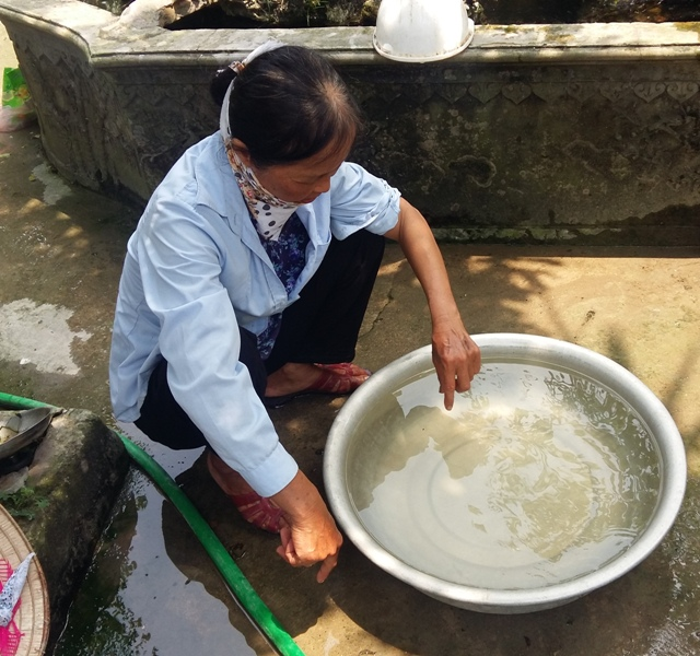 Nhiều hộ dân từ chối sử dụng nước sạch do chất lượng nguồn nước không đảm bảo.