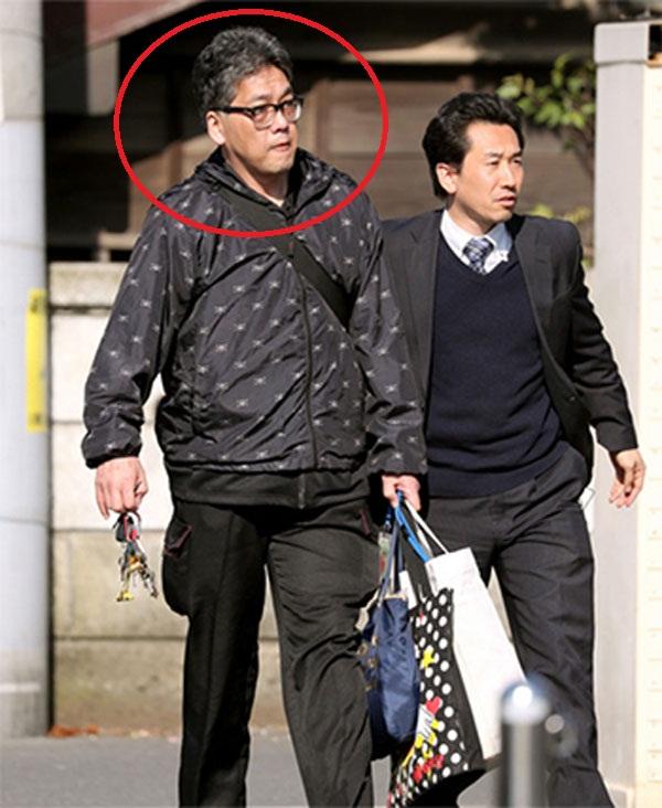 Nghi phạm liên quan sát hại bé Nhật Linh bị cảnh sát Nhật Bản đưa đi vào sáng 14/4. Ảnh: Asahi