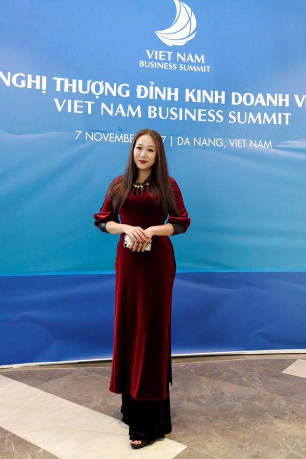Để tham dự hội nghị lớn của quốc gia, Hoa hậu Ngô Phương Lan đã chuẩn bị rất kỹ càng.
