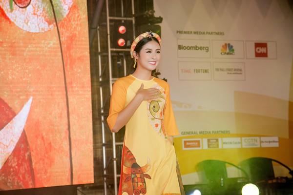 Hoa hậu Việt Nam 2010 cho biết, cô cảm thấy rất tự hào khi đã có cơ hội trình diễn áo dài tại tiệc chào mừng Hội nghị cấp cao APEC 2017. Thông qua bộ sưu tập, cô hy vọng các quan khách quốc tế sẽ yêu thích trang phục truyền thống của Việt Nam, đồng thời muốn khám phá về đồng quê của đất nước.