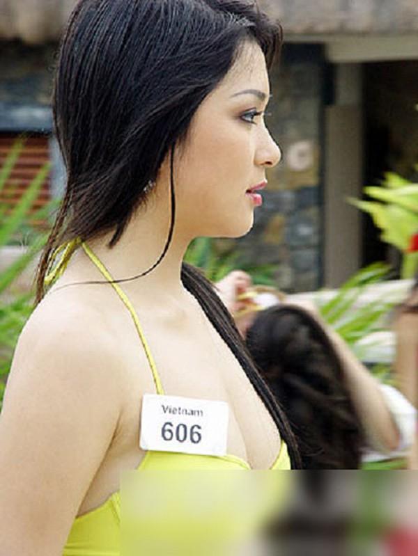 Nguyễn Thị Huyền được xem là gương mặt đậm chất Á đông nhất trong Miss World 2004. Cô có chiều cao 1m72, số đo 3 vòng 84- 60-91. Dù không phải vóc dáng lý tưởng nhưng Nguyễn Thị Huyền lại khiến ban giáo khảo yêu thích bởi nhan sắc nổi trội và có điểm nhấn. Làn da đều màu, gương mặt cực kỳ sáng sân khấu chính là lợi thế của cô.