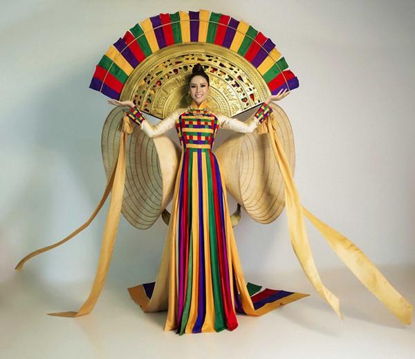 Trang phục dân tộc của Nguyễn Thị Loan.