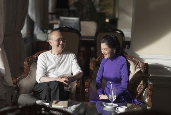 Nhạc sĩ nhớ lại chuyện xưa với ca sĩ Hiền Anh.