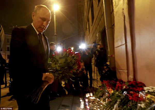 Tổng thống Nga, ông Putin đã đến tưởng nhớ các nạn nhân xấu số.