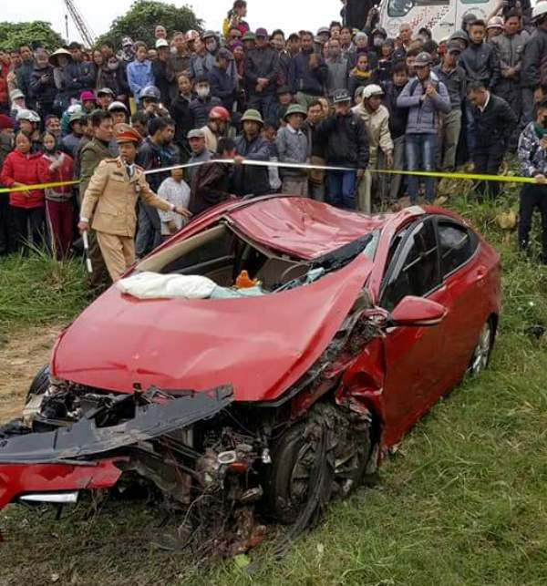 Chiếc xe gặp nạn bị hư hỏng nặng