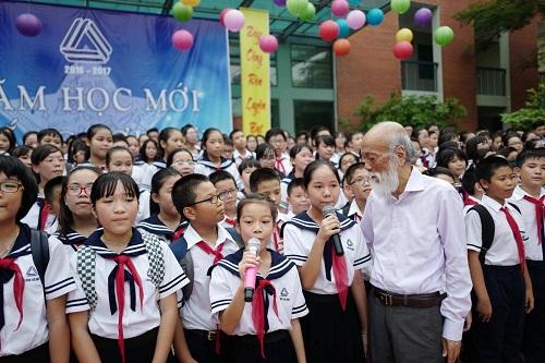 PGS Văn Như Cương luôn được các thế hệ giáo viên, học sinh trường Lương Thế Vinh yêu mến.