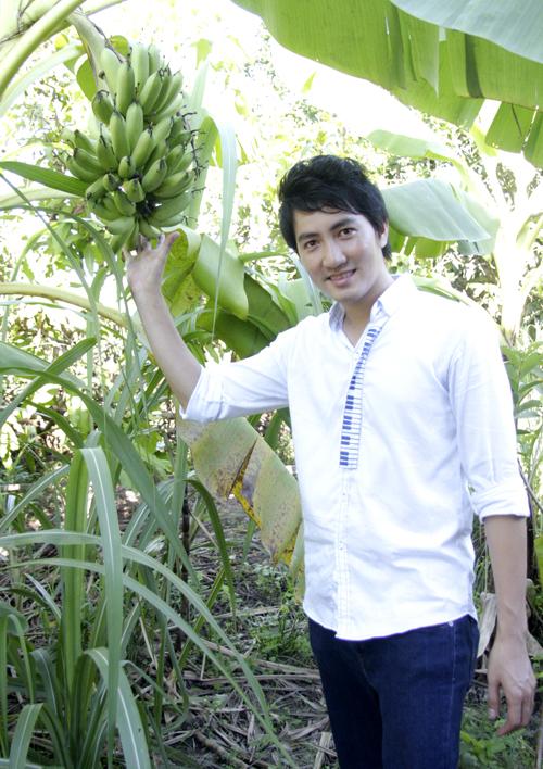 Nam ca sĩ - diễn viên trồng rất nhiều loại cây ăn quả và cây cảnh trong vườn.