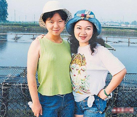 Nữ diễn viên cùng cô con gái duy nhất của mình.