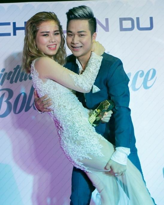 Quách Tuấn Du và bạn gái tình cảm trong sự kiện. Ảnh: Phạm Thế Danh.