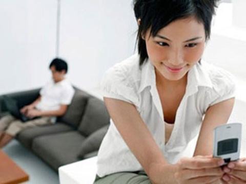Vợ quen trai trẻ trong chuyến công tác, khi trở về họ cứ nhắn tin với nhau cả đêm. Tin nhắn chẳng có gì, nhưng tôi vẫn thấy khó chịu… (Ảnh minh họa)