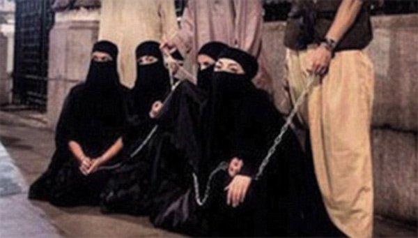 Nô lệ tình dục trong tay IS. (Ảnh: Daily Mail)