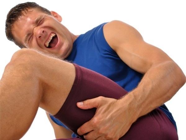 Cơ thể dễ bị chuột rút và đau cơ bắp nếu thiếu canxi trầm trọng. Ảnh: Boldsky.