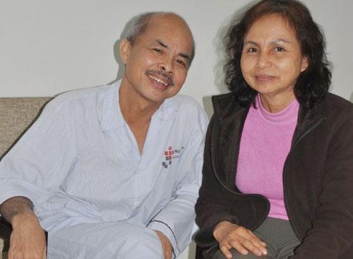 Hình ảnh nghệ sĩ Hán Văn Tình lúc còn sống và vợ của mình.