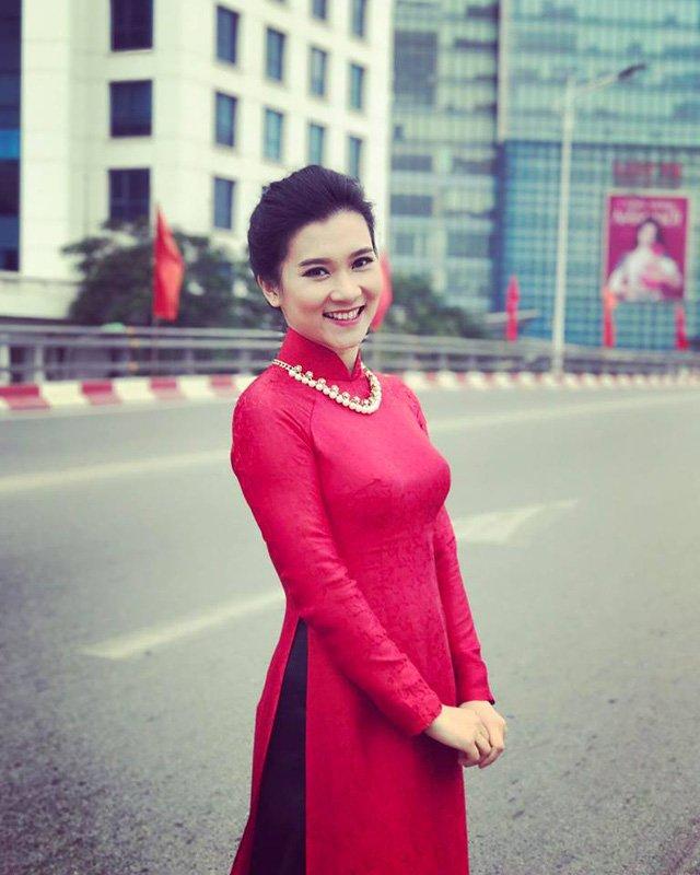 Sau BTV Thu Hà, Khánh Trang là gương mặt dẫn tiếp theo của bản tin Thời sự 19h.