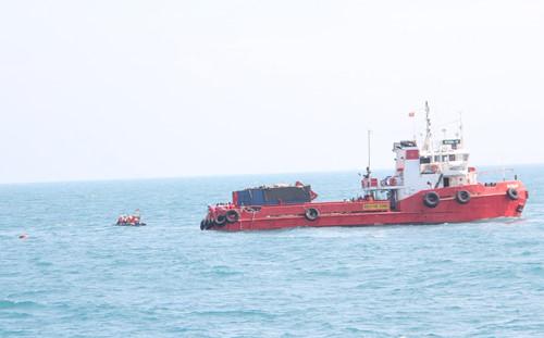 Lực lượng cứu hộ đã vớt được 9 thi thể thuyền viên tàu Hải Thành 26 Ảnh: Lê Lâm