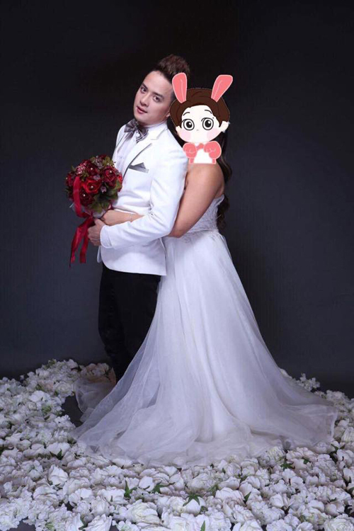 Cao Thái Sơn tổ chức đám cưới bí mật tại Úc. Cô dâu đứng bên cạnh Cao Thái Sơn được giấu kín danh tính