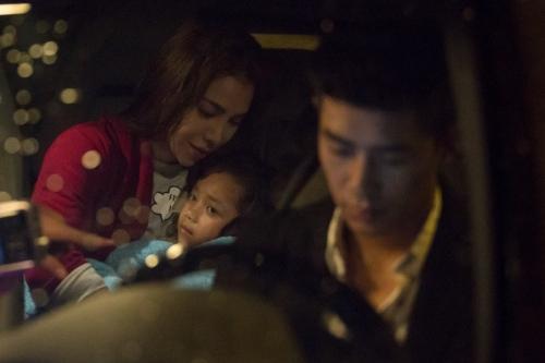 Trà Ngọc Hằng và cháu gái trong phim.
