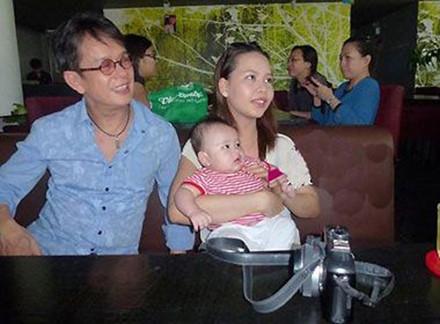 Người vợ 9x kém 44 tuổi của nhạc sĩ Đức Huy ít khi xuất hiện bên chồng