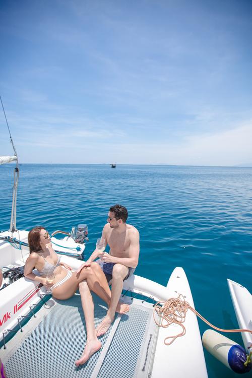 Sau đêm tiệc mừng sinh nhật tại bể bơi một khách sạn 5 sao ở TP HCM, vợ chồng Hà Anh tiếp tục bay ra Nha Trang để nghỉ dưỡng. Cặp đôi đã chi mạnh tay khi thuê 2 du thuyền triệu đô để cả gia đình và bạn bè thân thiết du ngoạn trên biển.