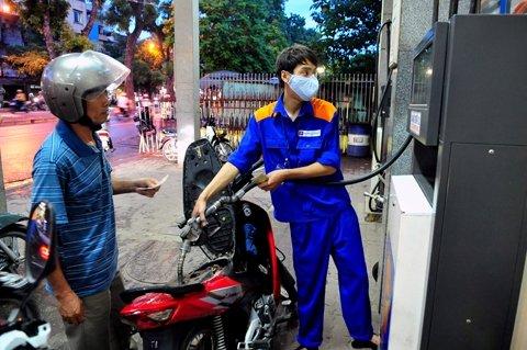 Giá xăng dầu chịu áp lực điều chỉnh mạnh.