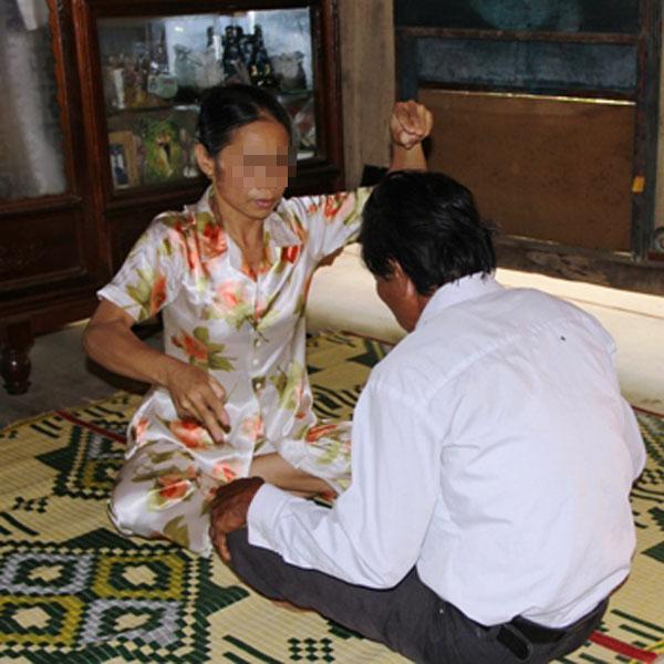 Thần y H. tung chưởng chữa bệnh