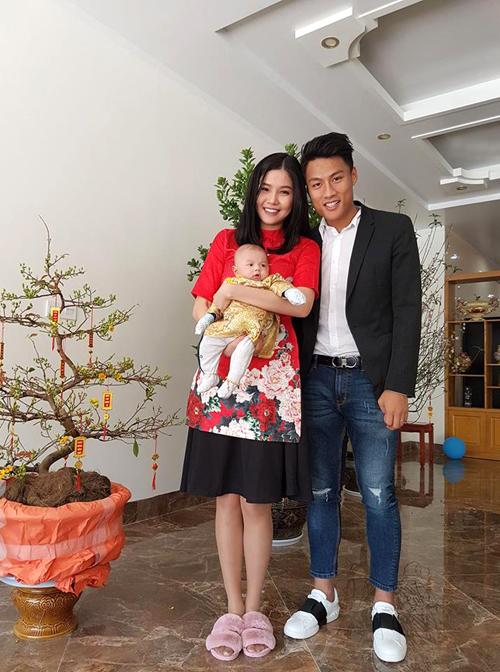 Kỳ Hân khen chồng khéo tay và phụ vợ nhiều trong việc chăm con mỗi khi được nghỉ về nhà.