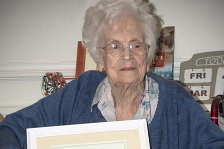 Bà Betty Yorke có một sự nghiệp giảng dạy thành công dù chưa nhận bằng đại học. Ảnh: Mirror