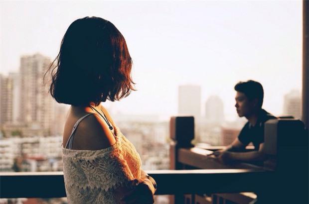 Tôi muốn được ở bên một người đàn ông biết nói lời ngon tiếng ngọt, giúp tôi khỏa lấp kí ức đau buồn khi xưa. (Ảnh minh họa)