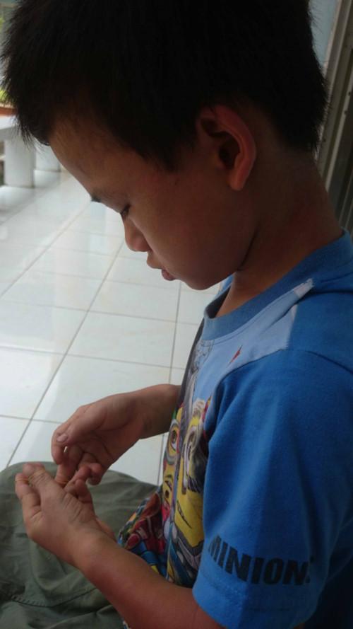 Cháu Bế Minh Cường (10 tuổi, quê Thái Nguyên) được tìm thấy khi lưu lạc ở một xã thuộc địa bàn tỉnh Long An (giáp Campuchia) Ảnh: Khôi Nguyên