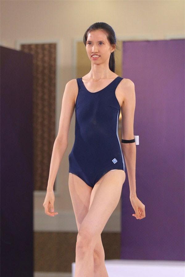 Chiều cao 1m9 cùng thân hình gầy nhẳng khiến cô được ví với Ann Ward – Quán quân America's Next Top Model mùa thứ 15.