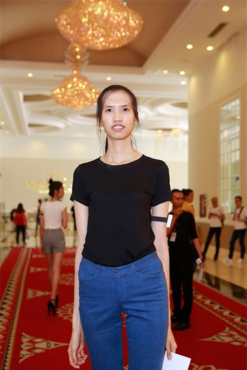Từ một cô gái với túi kinh nghiệm gần như trống rỗng, bước vào Vietnam's Next Top Model với ước mơ giản dị là để thay đổi cuộc sống, Hồng Xuân đã phải chịu nhiều áp lực khi có một số ý kiến cho rằng cô chỉ có chiều cao đáng mong ước nhưng chưa có đủ tố chất để trở thành người mẫu.
